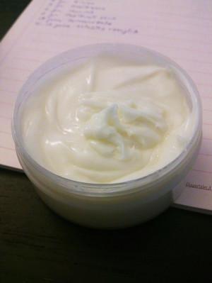 Ricetta balsamo capelli all'olio di monoi e proteine del grano - Flower Tales: cosmetica naturale fai da te
